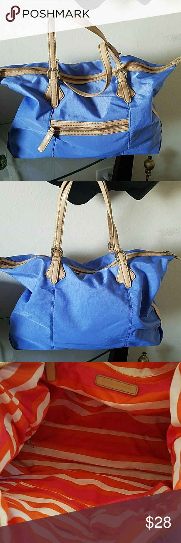 Banana Republic Tote This Banana Republic tote is in good used condition.. Used twice and then stored; handles are in good condition  Zippers are in working condition... No loose threads, stains, snags or holes.... Approximately length of bag is taken ... No Trades please! Banana Republic Bags Totes