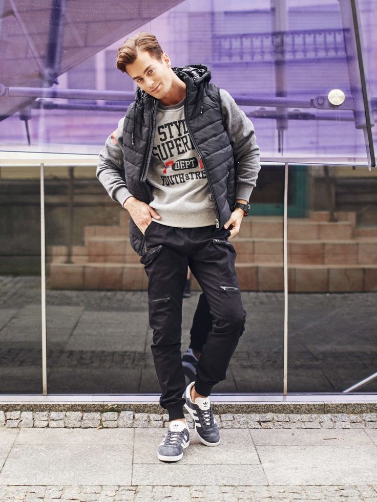 Sports and extremely comfortable streetwear styling from Bolf. Black cargo trousers with zippers match perfectly a sweatshirt's large print. The look is neatly balanced with a quilted vest and its versatile hood. Of course, we didn't forget about details and complemented the look with a sports watch.