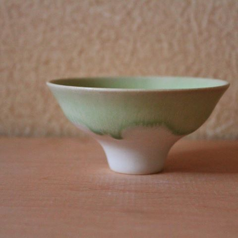 こんな色も作ってます。  #盃#酒器#ぐいのみ#ぐい呑#sakecup#うつわ#器#陶器#pottery#porcelain #potter#ceramist#ceramista#ceramicartist#陶芸家#釉薬#glaze#フリーベリ級の陶芸家になる#中川智治