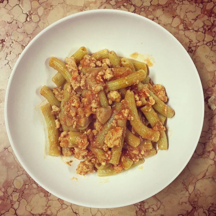 Subioti (pasta fatta in casa) verdi all'ortica con ragù di carni bianche
