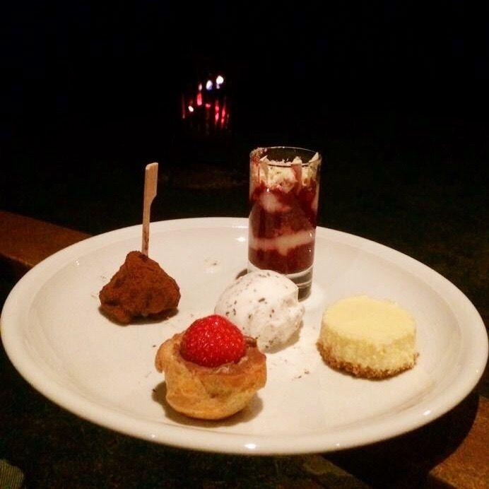 Grand dessert, Barolo winter bbq 22 okt.  - trifle met framboos - mango cheesecake - stracciatella ijs - soesje met aardbei - chocolade truffel