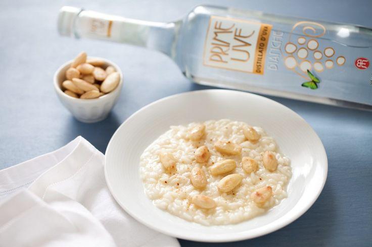 Risotto al distillato, castelmagno, mandorle tostate e salate con emulsione al miele, distillato Prime Uve e peperoncino