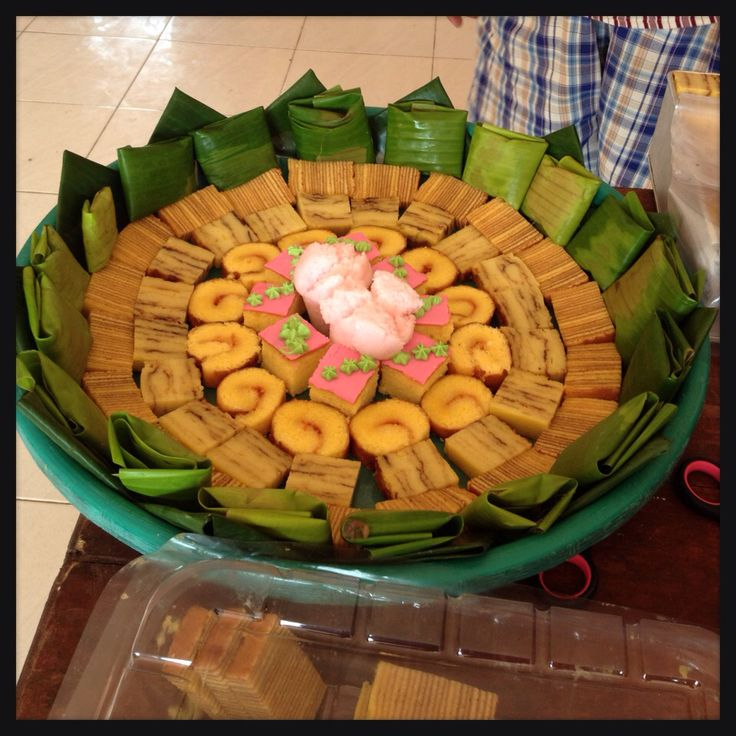 """Kueh Nampan. Indonesian traditional plating art for sweets using wide plate called """"nampan"""", garnish with banana leaf."""