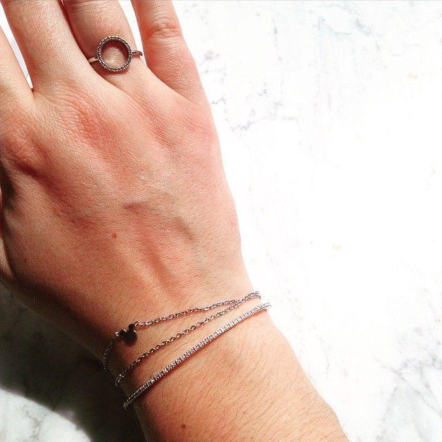 Een mega dikke merci aan mijn lieve vriendinnen en ouders om mijn DPT armband droom waar te maken ❤️ De Endless Diamond Illusionist bracelet met 33 diamanten is een prachtig verjaardagscadeau voor mijn 26ste en past perfect bij de Circle of Life ring van mijn 25ste verjaardag  Dikke merci!! ❤️ #diamantipertutti #diamonds #bracelet #juwelen
