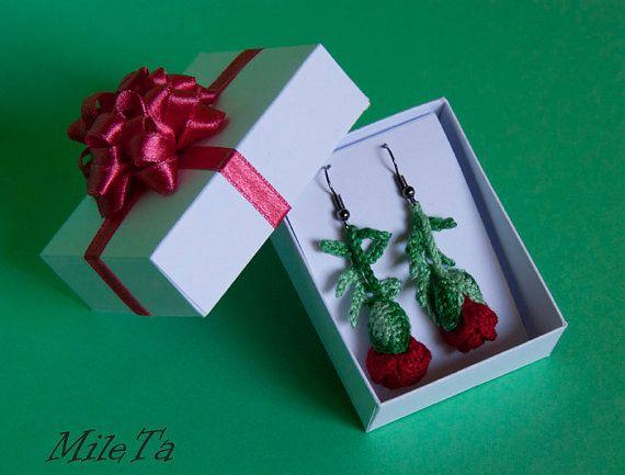 Handmade Crochet Earrings Red Poppy Flower Buds by MileTa on Etsy #crochetedearrings #handmadeearrings #poppy