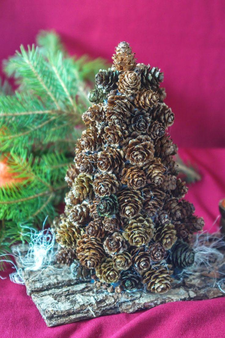 stroik świąteczny - choinka z szyszek // christmas decorations