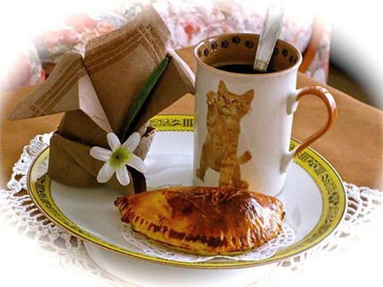 La meilleure recette de PAUSE CAFE.! L'essayer, c'est l'adopter! 5.0/5 (20 votes), 14 Commentaires. Ingrédients: une petite chute de pâte brisée 1 banane mure  4 carrés de chocolat blanc 1 cuil de sirop d'agave pour dorer 1 bon café chaud
