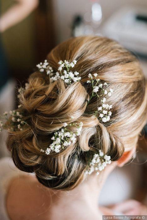 Acconciatura per capelli raccolti con nebbiolina  matrimonio  nozze  sposa   acconciatura  acconciaturasposa a41fc680c0ae