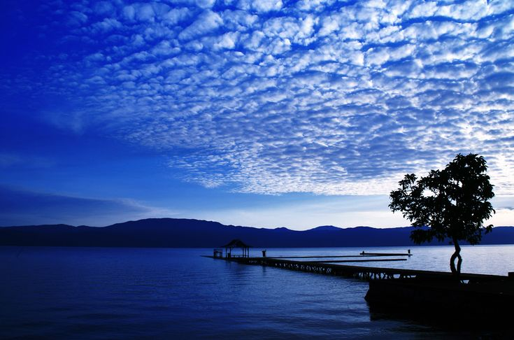 Lake Matano South Sulawesi, the depth of 600M above the height of 382M
