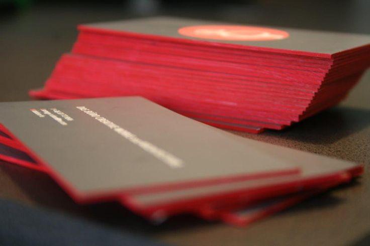 Tűnj ki a tömegből! Ehhez ideális, ha maga a papírválasztás adja meg a névjegykártya karakterét! :) http://www.buddhaprint.hu/premium_nevjegyek #businesscard #businesscarddesign #premeiumbusinesscard