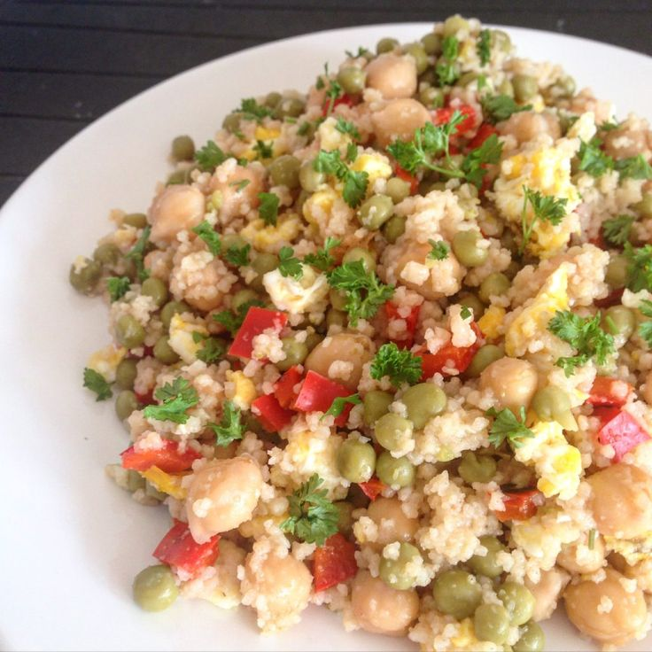 Salata de Couscous cu Naut, Mazare, Ou