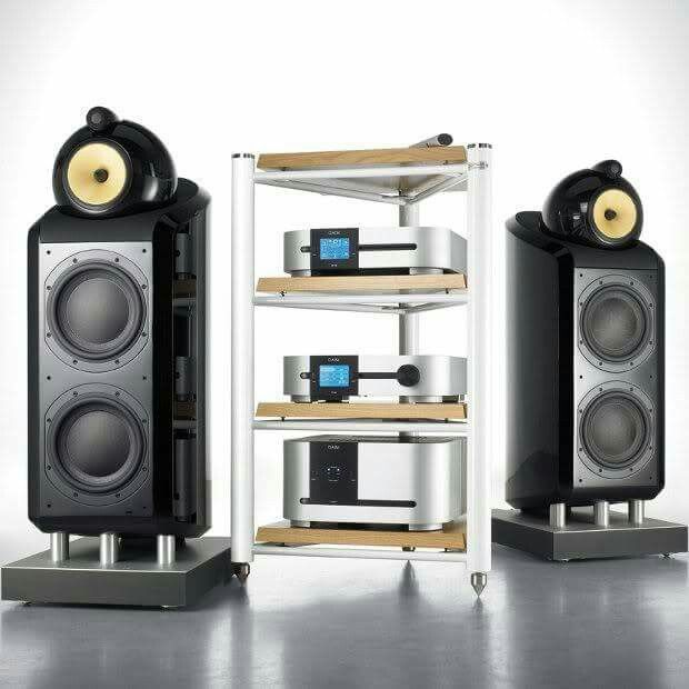 High end audio audiophile B&W 800 and Classe Audio Electronics (fb)