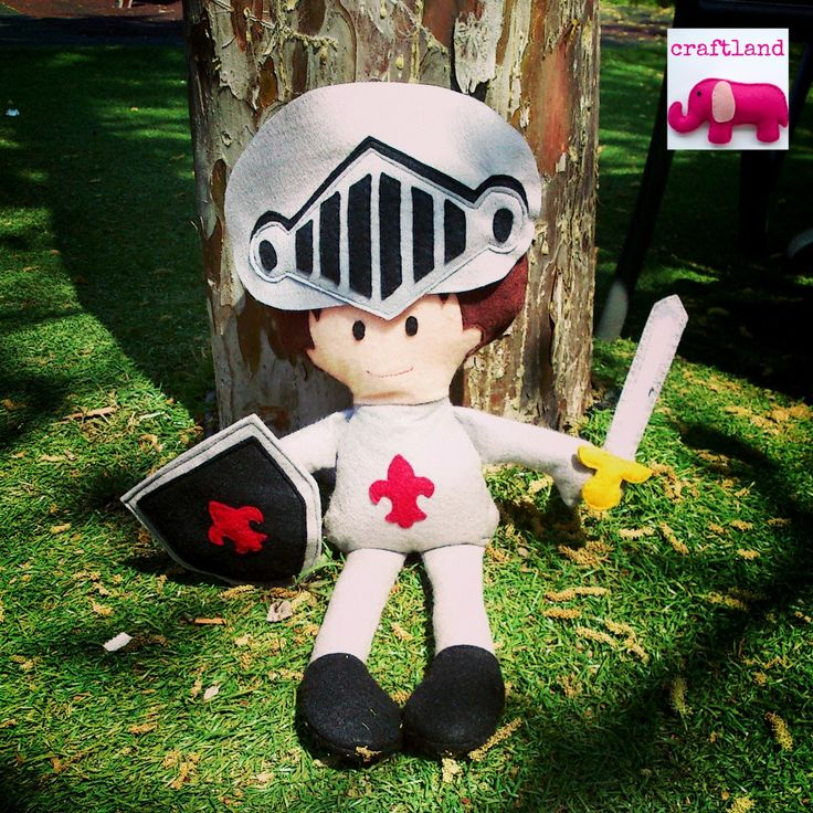 Felt Knight  ''made from an original Dolls and Daydreams pattern'' http://dollsanddaydreams.com/