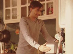 Rose/TenII GIF: The first time 10.5 tries to use the toaster. it is a good chuckle