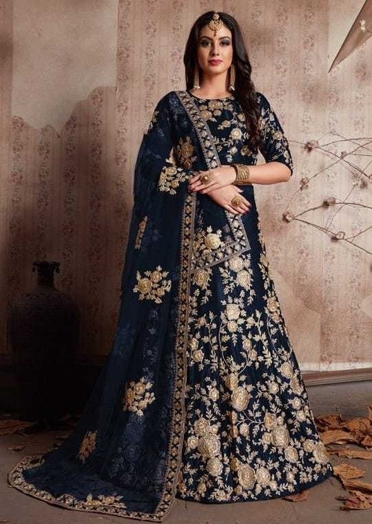 de7eb28fb4 Looks completely heavy work. Lehenga choli wedding designer bollywood  bridal skirt blouse velvet lengha saree #Handmade #Lengha