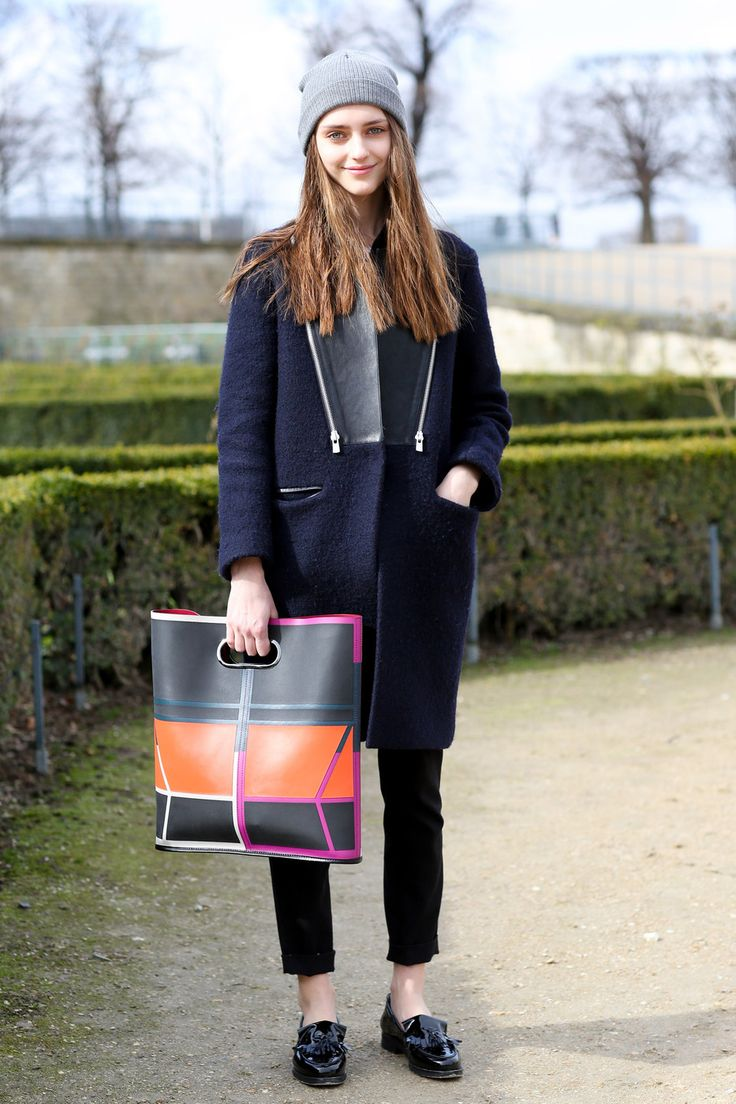 Colorblock bag and a beanie. In Paris
