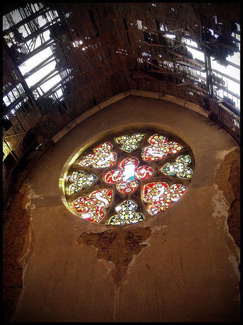Abandoned church by Kasteel Van Mesen