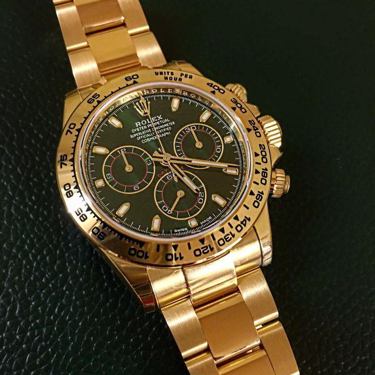 Quand l'or sublime le vert du cadran - Montre Rolex Cosmograph Daytona en or jaune.