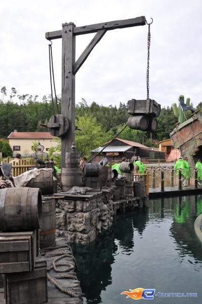 22/26 | Photo de l'attraction Pirates Attack située à Fraispertuis-City (France). Plus d'information sur notre site http://www.e-coasters.com !! Tous les meilleurs Parcs d'Attractions sur un seul site web !!