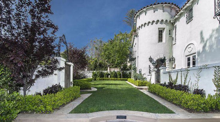 Kat+Von+D+vende+la+sua+lussuosa+villa+gotica+a+Hollywood