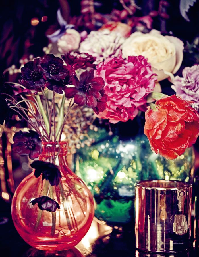 VOGUE Weddingの「ウエディング:輝きのナイトウエディング! 艶やかなパープルの饗宴。」に関するページです。VOGUE JAPANが手掛ける「VOGUE Wedding(ヴォーグウェディング)」は世界トップのフォトグラファー及びモデルを多彩に起用した最も洗練されたウエディング誌です。「世界でいちばん美しい花嫁になる」をコンセプトとしたハイエンドでモードな情報が満載です。