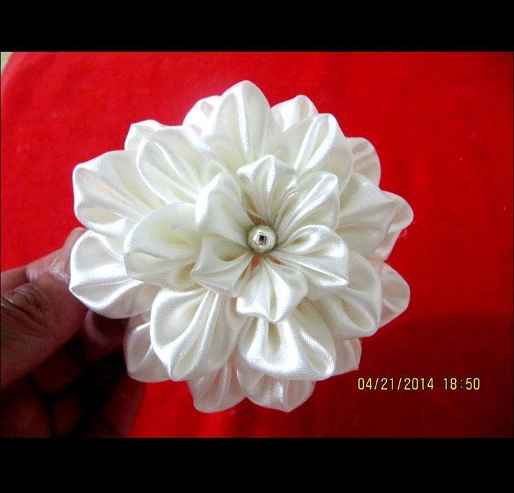 Flores white dahlias kanzashi en cintas para el cabello