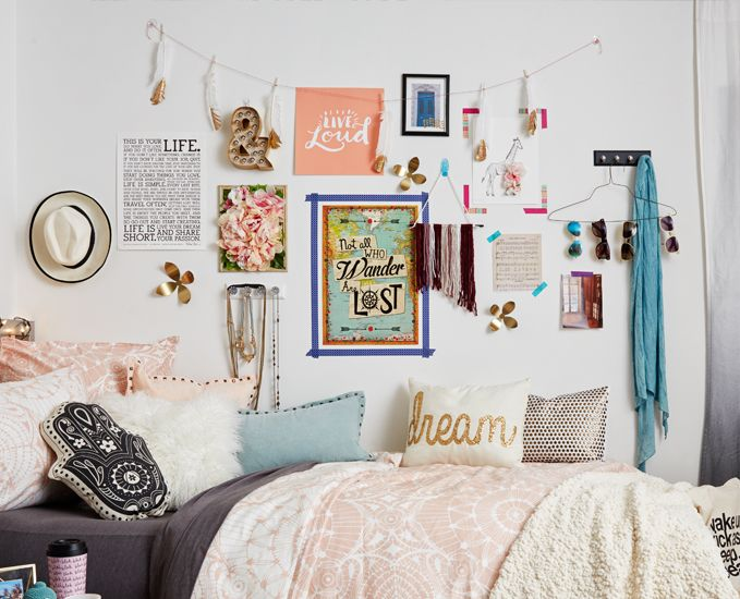 love this gallery wall! Definitely make the boho wall hanging with leftover yarn!