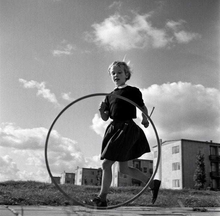 greeneyes55:  Amsterdam 1950s  Photo: Cas Oorthuys