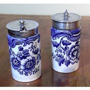 Victorian blue transfer ware condiment set (1880). Made in England by Taylor, Tunnicliffe and Co. circa 1880. The lidded salt still has its spoon and the lids are marked EPNS (silver plate). The containers measure 3 inches in height and 1 5/8 inches in diameter. The spoon is almost 3 inches long.