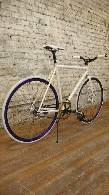Fixie; the one I ordered looks a lot like this one! Imma be honest and say that, right now, I only care about looks. Brands, quality. . . These things mean nothing to me yet. Haha.