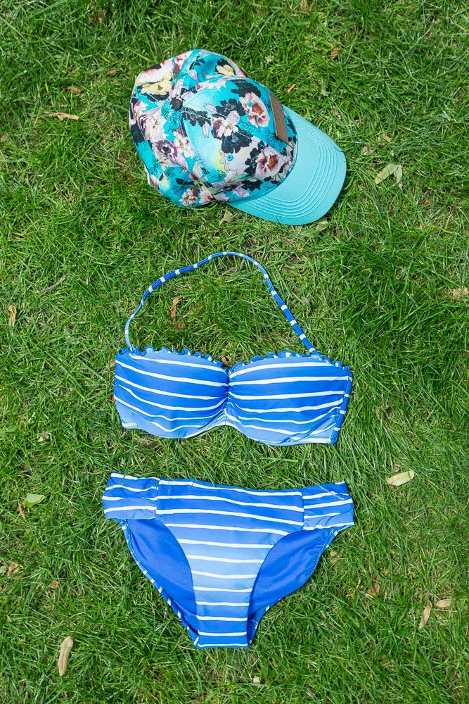 14. La Promesse (Pasaż +1) - strój kąpielowy i czapka z daszkiem