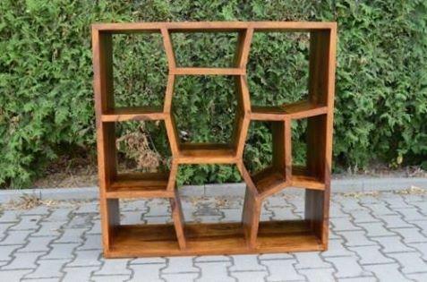 Bardzo oryginalny indyjski #regał z drewna sheesham z półkami o różnych kształtach: http://www.indianmeble.pl/regaly-biblioteczki/indyjski-kolonialny-drewniany-HS-45-DISPLAY :)  Wymiary: 100 x 35 x 100 #IndyjskiMebel