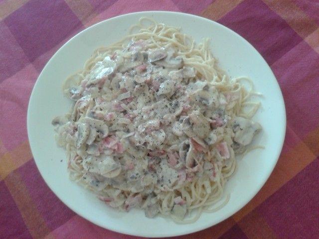 Gloriosos y auténticos espaguetis a la carbonara : http://www.mis-recetas.org/recetas/show/83221-espaguetis-a-la-carbonara