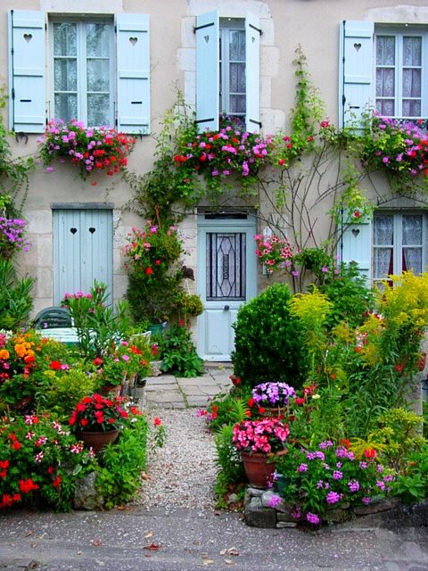 The House of Flowers  Vezelay, France: Gardens Ideas, Flowers Gardens, Front Gardens, Color, French Gardens, Flowers Vezelay, House, Rosa-Shocked Flora, Window Boxes