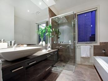 Glass in a bathroom design from an Australian home - Bathroom Photo 516992