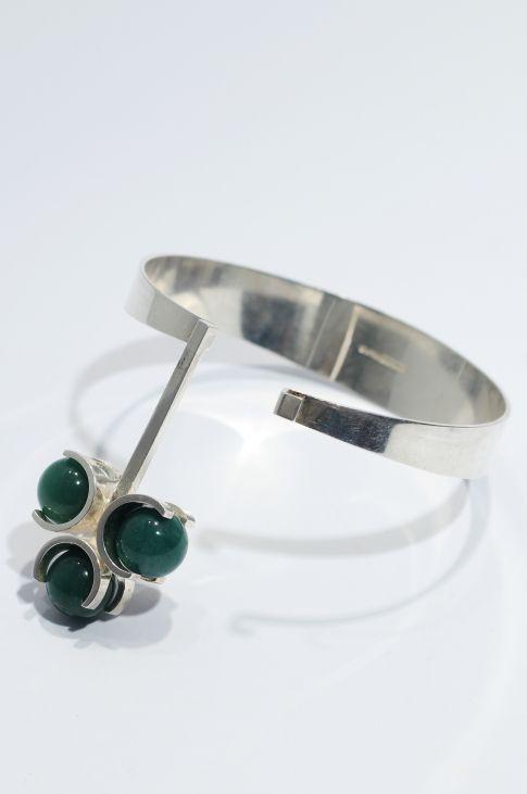 Bracelet | Elis Kauppi, Finland/  Sterling silver and green chrysoprase stones.  1960s.