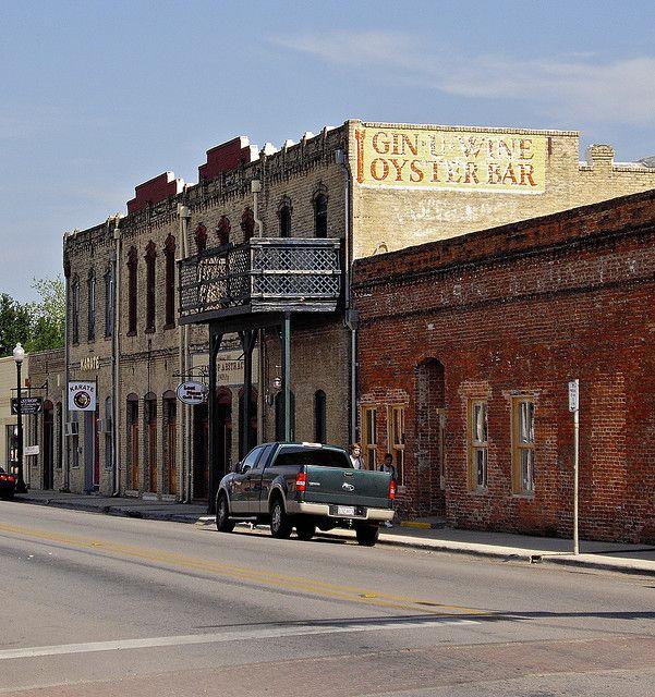 Bastrop,Texas   Now it is Cindy's Hog Wild