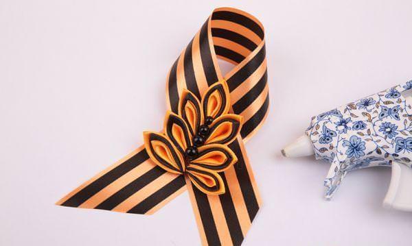 Георгиевская лента состоит из двух цветов, таких, как черный и оранжевый цвет. Это символ черног...