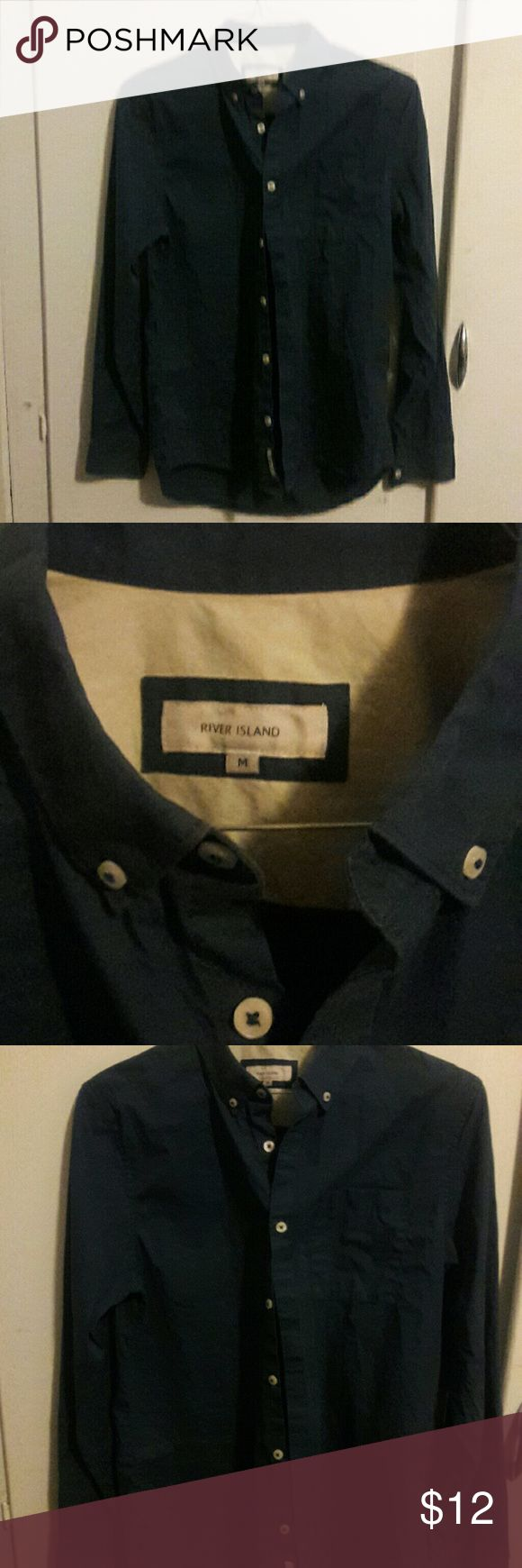 Men's button-down shirt (slim fit) by River Island This royal blue, slim fit, classy, and sporty button down shirt from River Island, is a must-have in every man's closet. Great for work or play. Made of cotton and polyester. size M. River Island Shirts Dress Shirts