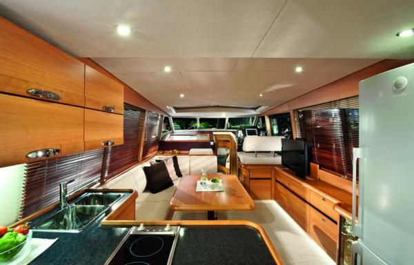 An unbelievably spacious, open, sunny layout that allows you to feel connected with the water even while in the salon... Greenline Hybrid 40 | Annapolis Yacht Sales