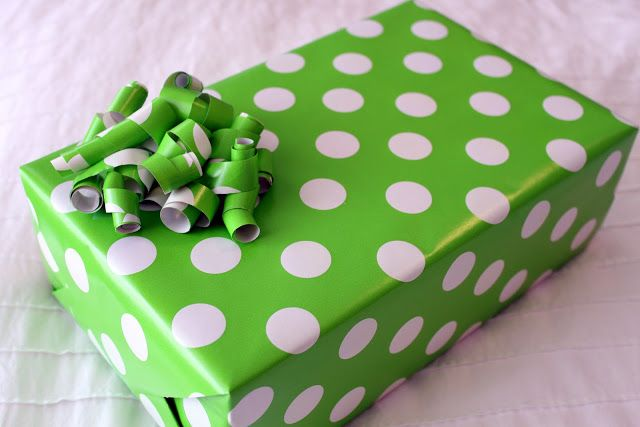 How to make bows from wrapping paper scraps.  A cute, quick & inexpensive option for any pretty package.