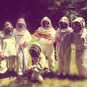 Les journées apicoles chez Secrets de Miel...Nos conseillères jouent les apicultrices à Chezelles! Découverte des ruchers, dégustation et surprises au rendez-vous ! #apiculture #beekeeping #apicultrice #apiculteur #apiculteurs #beekeeper #apicultureurbaine #pollinisators #biodiversité #apiculturedurable #ruche #hive #abeille #bee #instacapture #picoftheday #photooftheday #secretsdemiel