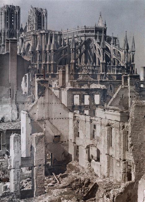 Quartier de l'Université à Reims  Description :  Titre série : Autochromes de la guerre 1914-1918, département de la Marne  Auteur :  Castelnau Paul (1880-1944)Opérateur de l'armée