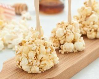Sucettes de popcorn légères au miel et à l'orange