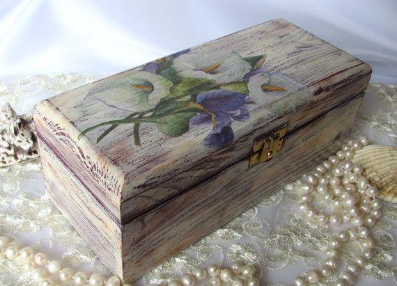 Artículos similares a Lilac shabby chic jewelry box, decoupage box, tea storage box,  rustic home decor en Etsy