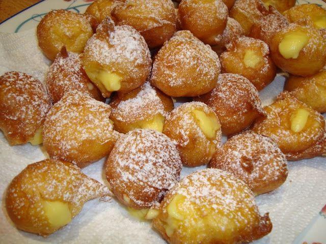 """""""fritole"""" (frittelle) alla crema, dolce tipico di Trieste. Si mangiano da Natale a Carnevale.......mmmm che buone !!!!!!!!"""