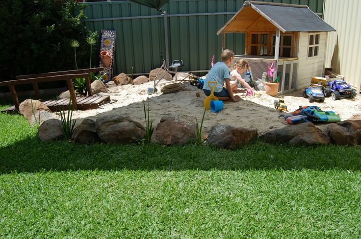 I love the big rocks bordering the sand box :)