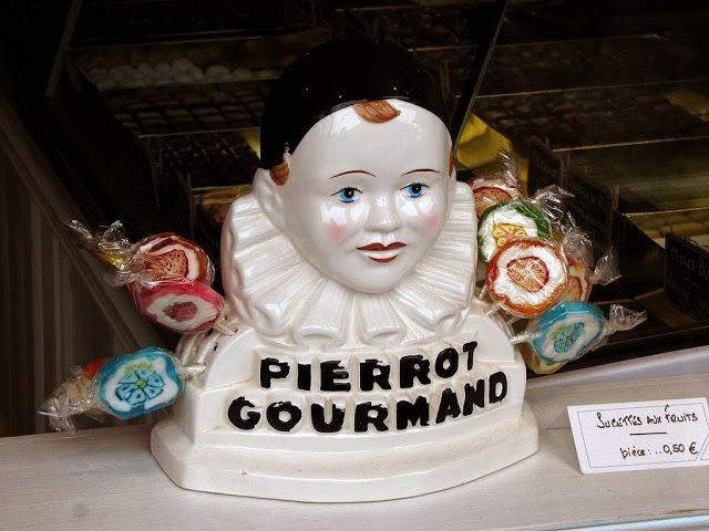 Pierrot Gourmand lollipop stand, La Petite Chocolatière, rue d'Anjou, Versailles