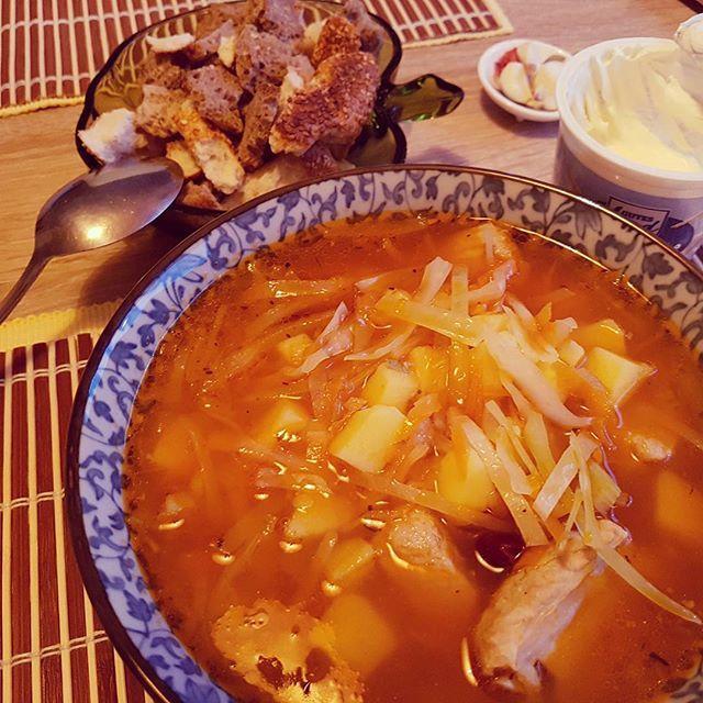 Mom made delicious Russian soup! I love Borscht! 母が美味しいロシアスープを作ってくれた!ボルシチが大好き! #berlin #germany #home #food #russianfood #borscht #soup #mom #delicious #hungry #meat  #ベルリン #ドイツ #家 #食べ物 #ロシア #ボルシチ #スープ #母 #美味しい #お腹吸いた #肉