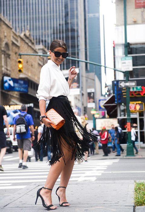 Alexandra Pereira, más conocida como Lovely Pepa, apostó por camisa ablusada, falda con flecos y sandalia de tacón para asistir al desfile de BCBGMaxazria en Nueva York.